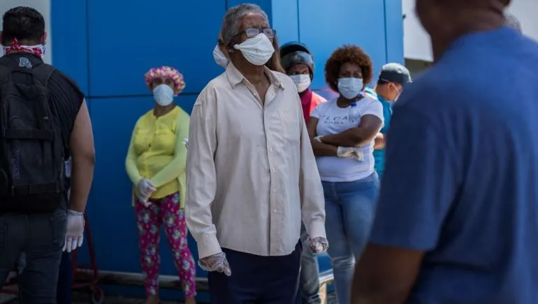En RD reportan menos contagios de COVID, pero defunciones están altas