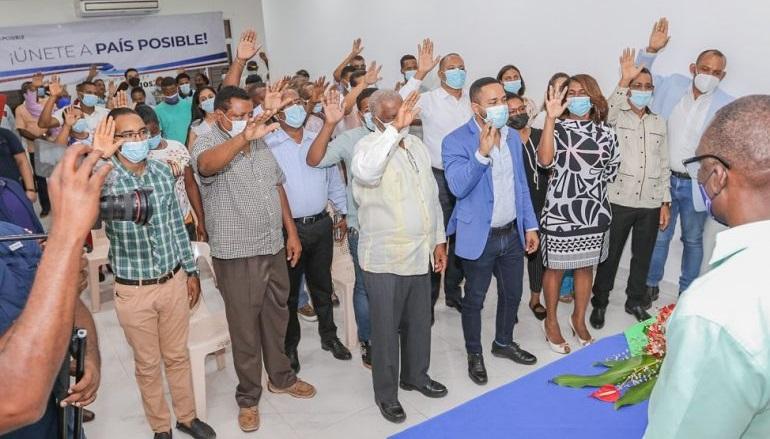 Dos regidores y otros 15 dirigentes del PRD se juramentan en País Posible