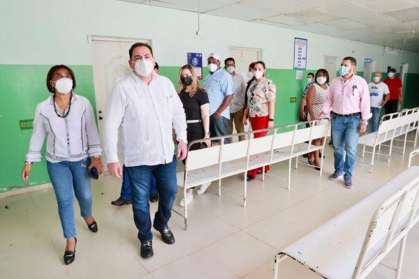 Director SNS recorre centros de salud en Montecristi y Dajabón