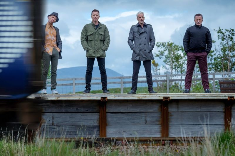Four main characters standing on a train platform in the film T2 Trainspotting (2017)