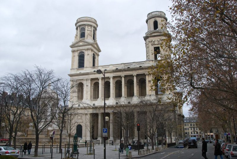 The Da Vinci Code Film Locations in Paris featuring the Pont du Carrousel, Hotel Ritz and Louvre museum | Paris Film Locations | Louvre as a Film Location | Paris Movie Location | almostginger.com