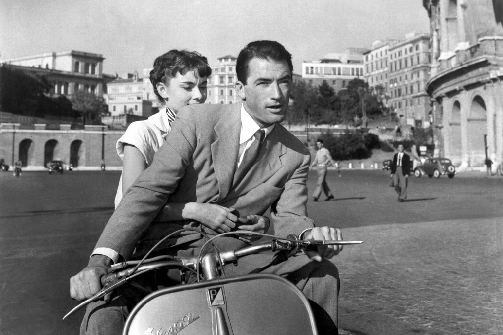 Anne and Joe riding a vespa in Rome in Roman Holiday (1953)