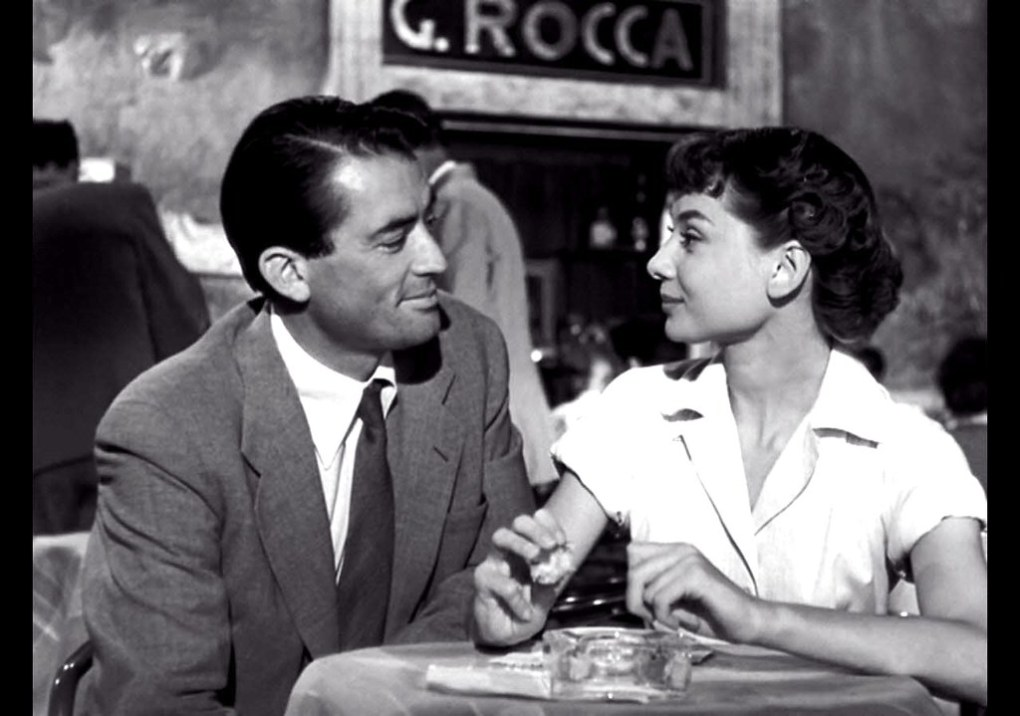 Joe and Anne at Café Rocco next to the Pantheon, Rome in Roman Holiday (1953)