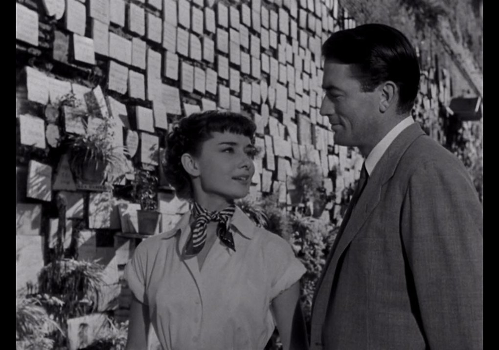 Anne and Joe at the shrine in Roman Holiday (1953)