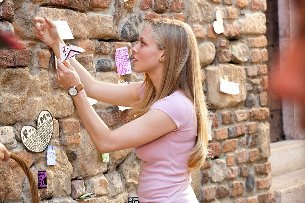 Sophie looking at letters outside Juliet's House in Verona as seen in Letters to Juliet (2010