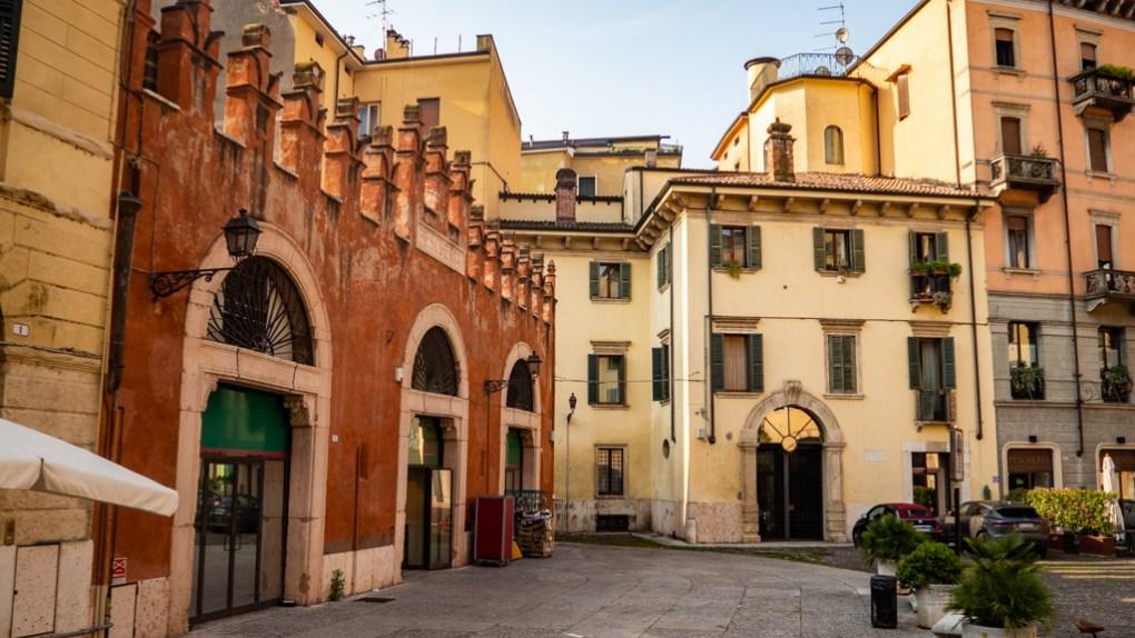 Left of Pescheria I Masenini, Piazzetta Pescheria in Verona, Italy