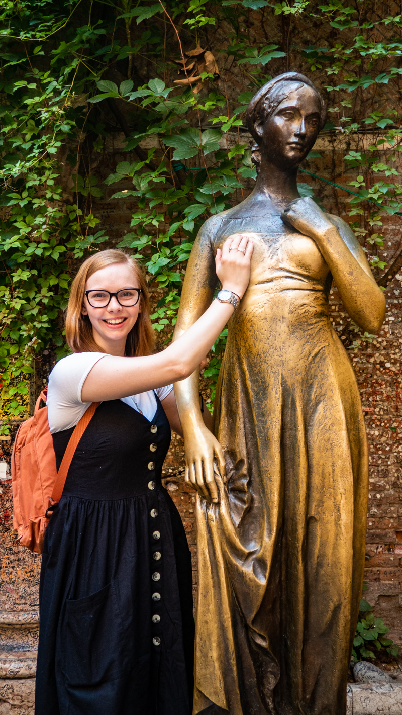 Almost Ginger blog owner with Casa di Giulietta/Juliet's House statue in the courtyard in Verona, Italy, 24 hours in Verona