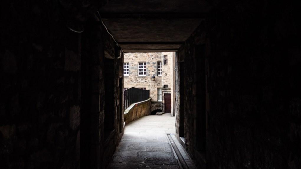 A cobbled close in Edinburgh