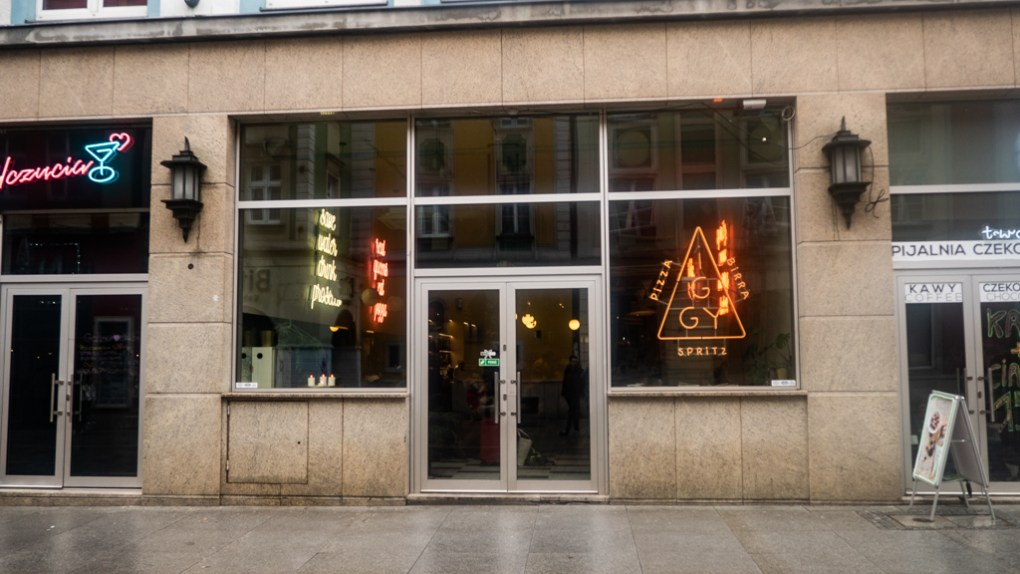 Exterior of Iggy Pizza Restaurant in Wrocław, Poland, how to spend 48 Hours in Wrocław, Poland