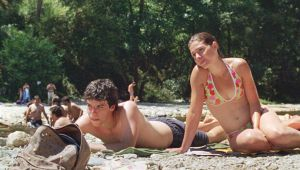 Still of a man and woman relaxing on the beach from the Portuguese movie Our Beloved Month of August (2010)