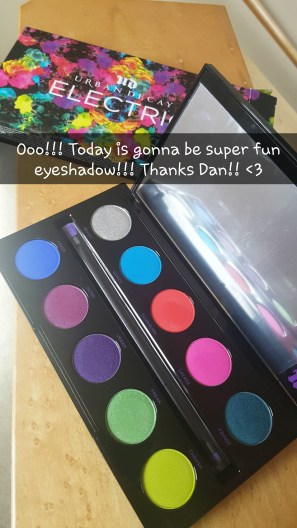 Look with Urban Decay's Electric Palette #urbandecay #electricpalette #funeyeshadow www.almostherblog.com