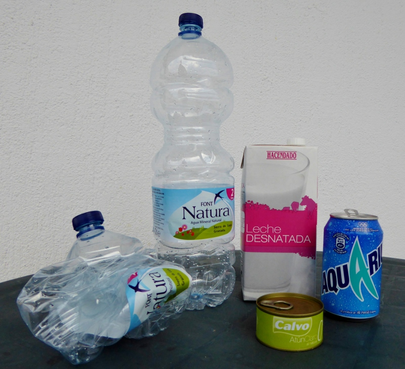 recycle in Spain plastics, cans and bricks