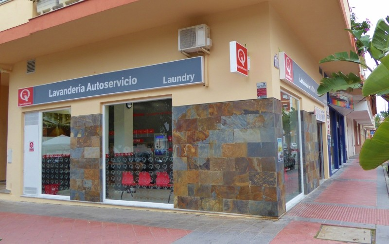 self service laundromat in Almunecar. Speed Queen coin laundry washers and dryers