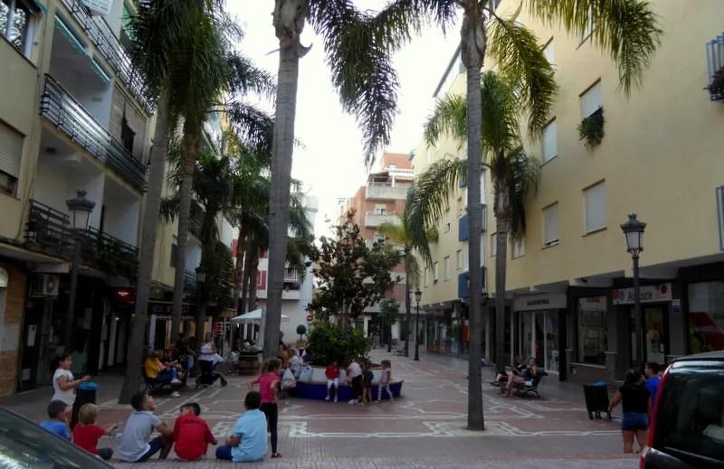 Plaza Los Magnolios - Almuñécar with kids