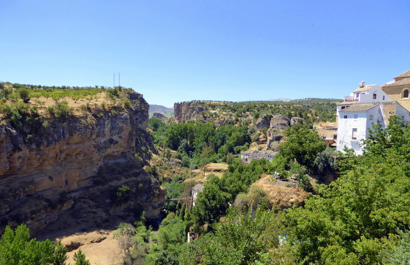 Alhama de Granada gorge. A 3 day itinerary to help you to get out and explore the Granada hills and countryside in the southwest side of the province, inlcuding Alhama de Granada, Los Bermejales Lake and more! Read more on Almunecarinfo.com