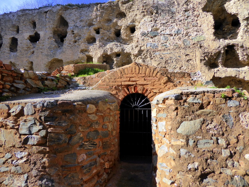 Municipal Pottery CenterCentro de Alfarería Municipal Ceramics. Inside this Nasrid wall, there are a series of holes designed to place ceramic pottery for drying. Below those are large openings, Roman ovens, to fire the pottery. Over the years, there have been bits of reform, possibly from the Christian era.