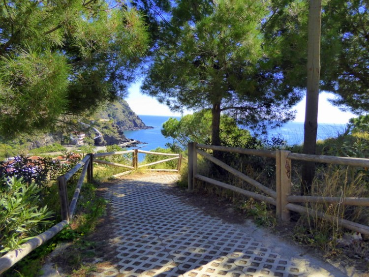 Enjoy an Almunecar hike, walk or picnic at Parque Mediterráneo (Mediterranean Park). Surrounded by nature, paths, beaches & gorgeous sea views too.