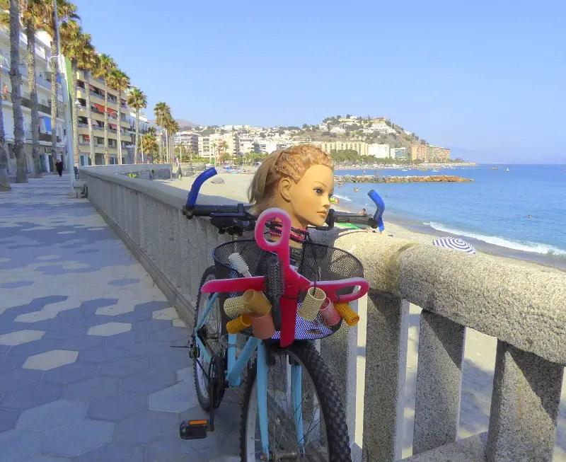 Hairdresser Salsa has a Bike along the paseo near the penoes del santo