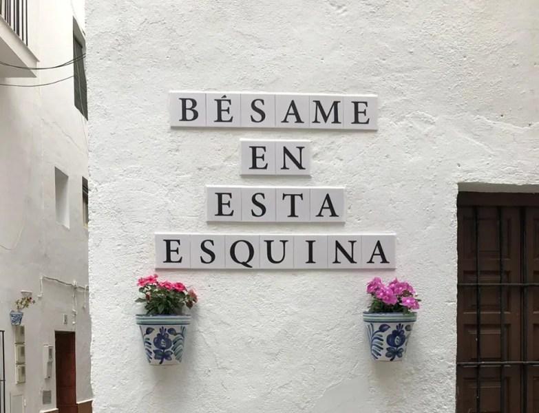 """La Herradura now has a """"Bésame en esta esquina"""" (kiss me on this corner) spot"""
