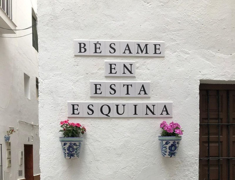 "La Herradura now has a ""Bésame en esta esquina"" (kiss me on this corner) spot"