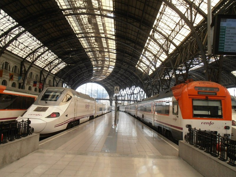 spain train renfe and ave trains with senior discounts. Read more on Almunecarinfo.com