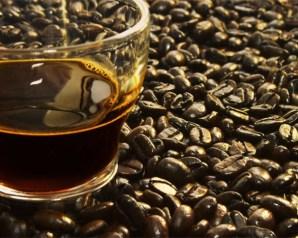 القهوة السوداء والمياة المنشطة تسبب أمراضا نفسية