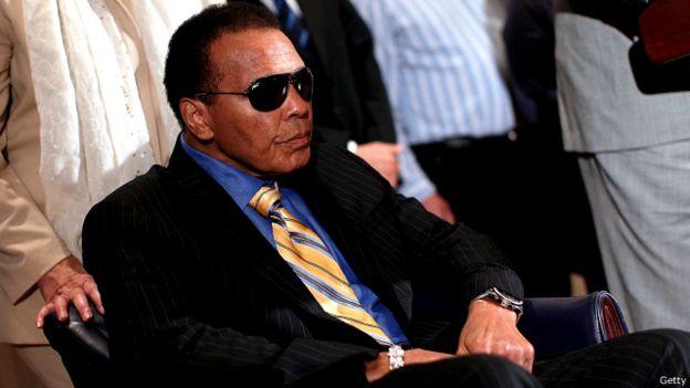 على مدى عشرين عاماً فاز علي بستة وخمسين مباراة، من بينها سبعة وثلاثون بالضربة القاضية.