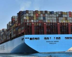 """""""مميش"""": قناة السويس تسجل رقمًا قياسيًا في أعداد وحمولات السفن"""