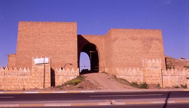 داعش يدمر بوابة تاريخية عمرها 2500 سنة في الموصل