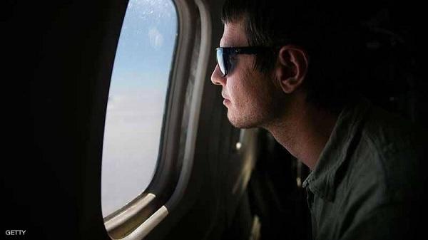 أسئلة محيّرة للمسافرين.. لماذا يوجد ثقب في نافذة الطائرة؟