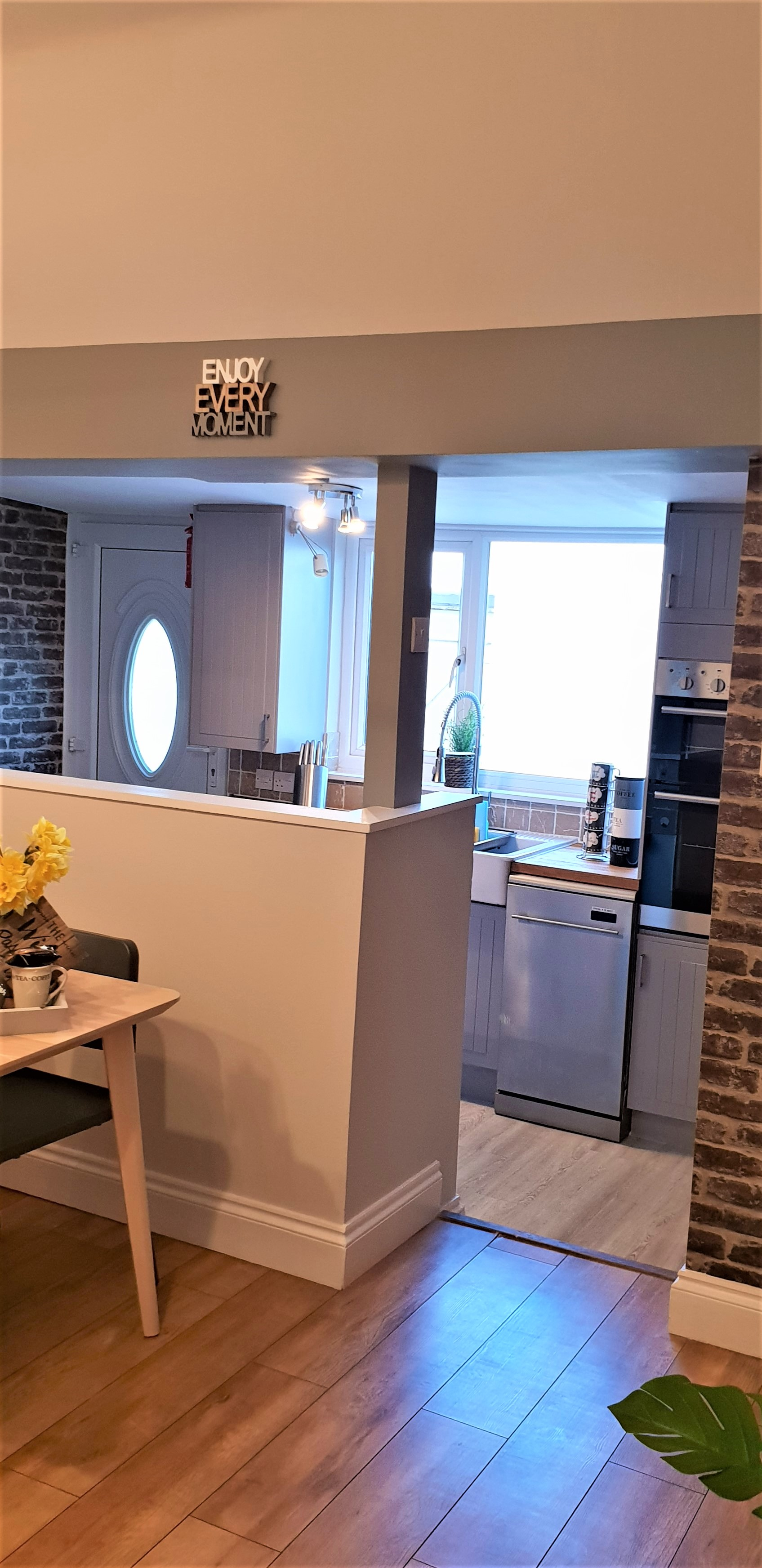 Split level kitchen diner