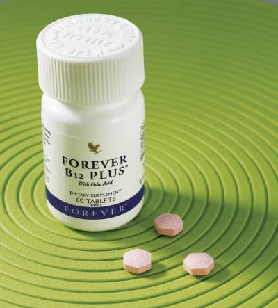Forever B12 Plus i 3 tablete na zelenoj podlozi