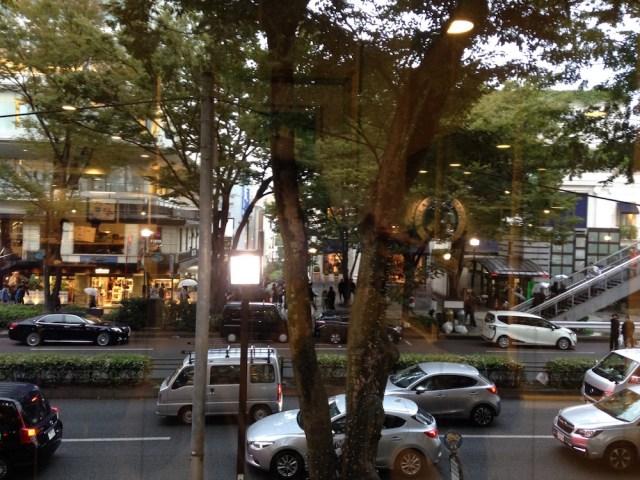 原宿のカフェ(アイランドヴィンテージ・窓からの景色)