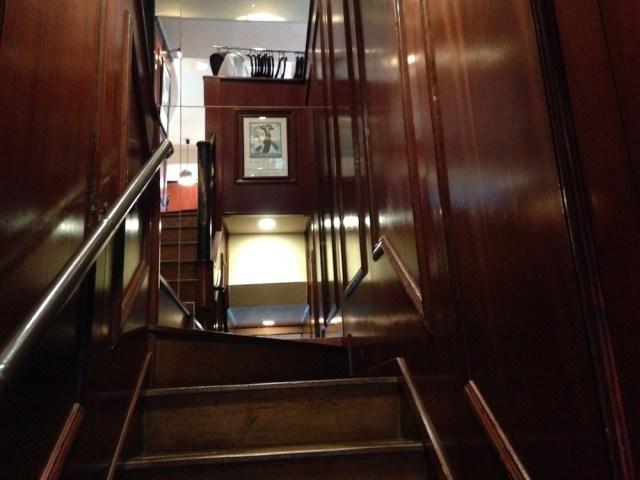 恵比寿のランチ(ル・パルク恵比寿店・階段)