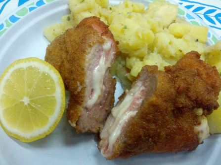 delicious cordon blue and catfish-schnitzel and our reg. Schnitzel, katsu & sauce as well as ice creme with hot berry sauce