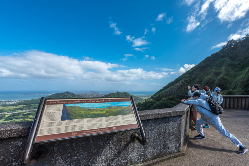 Nuuanu Pali lookout historical and viewpoint signs.