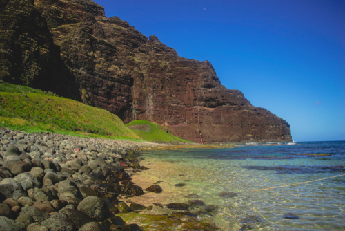 Best beaches in Hawaii: Nualolo Kai Beach. Hawaii travel. Things to do in Kauai. Things to do in Hawaii.