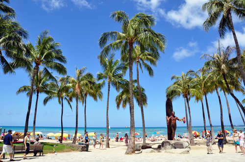 Kahanamoku Beach in Waikiki on a typical afternoon in May. Editorial credit: Jeff Whyte / Shutterstock.com