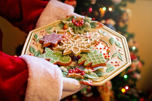 History of Christmas Recipes: Decorating Christmas Cookies