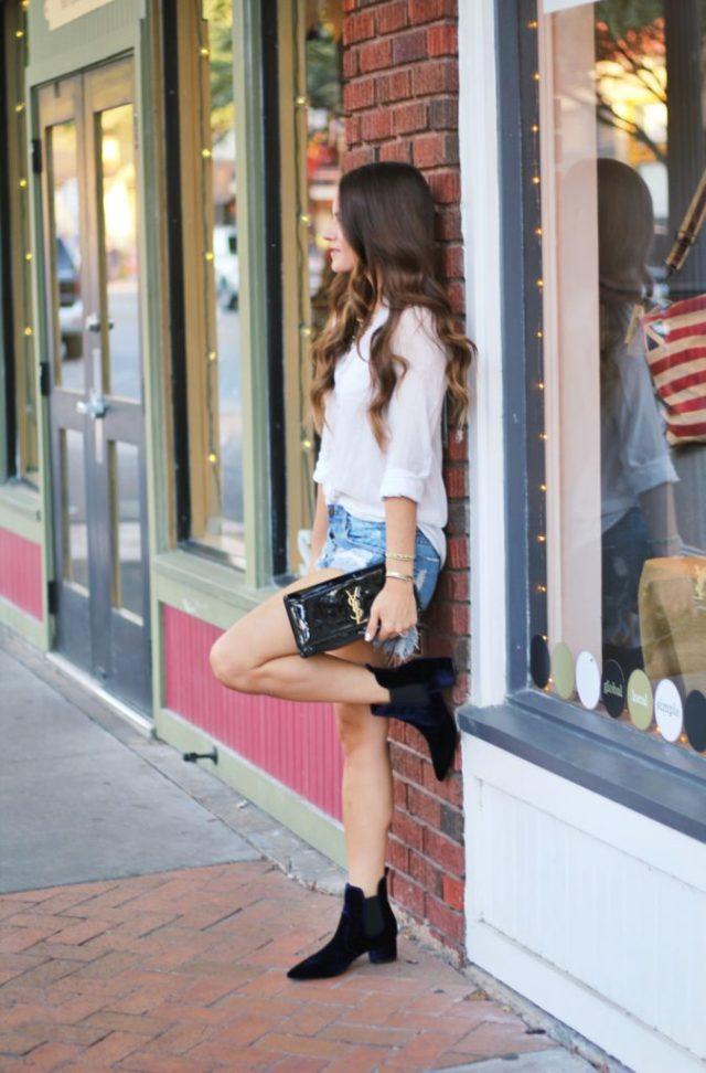 Blue velvet booties via A Lo Profile