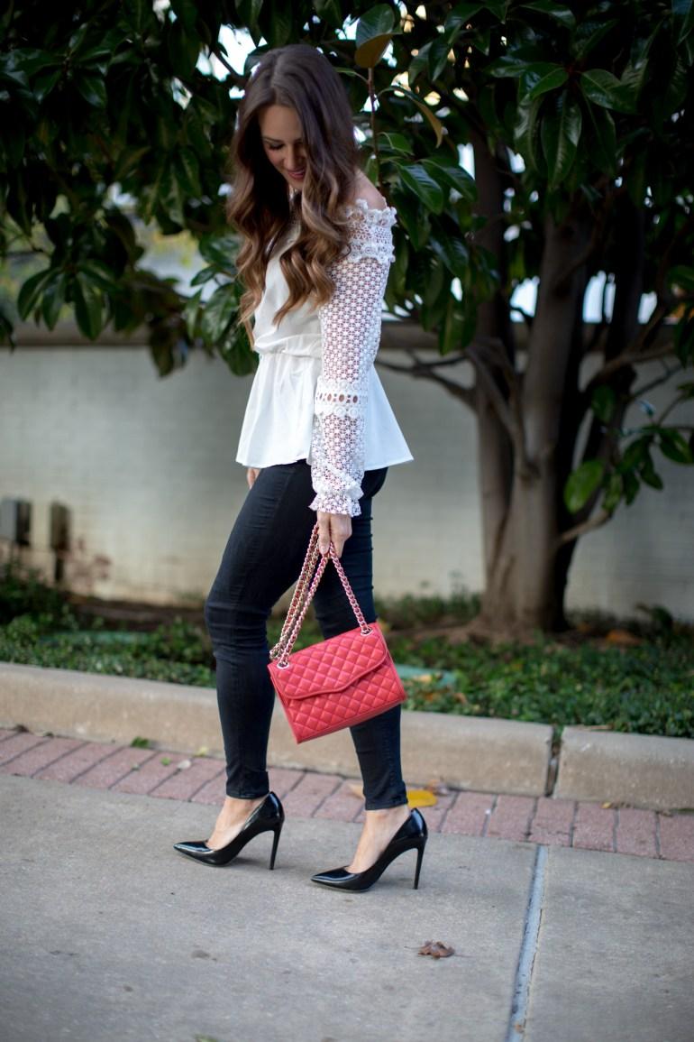 White lace top & black skinny jeans via A Lo Profile