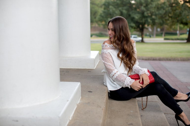 white lace top and black skinny jeans