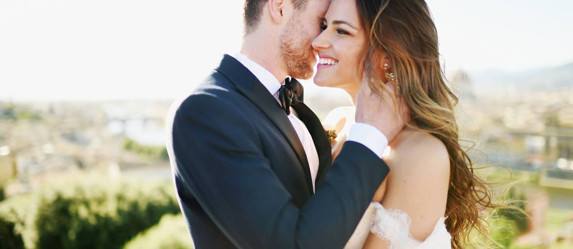 Should you do a first look? Pros and Cons of a first look on your wedding day to help you when choosing whether or not to do a first look via A Lo Profile