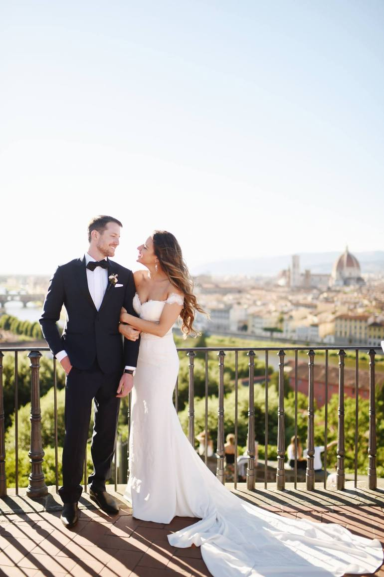 Should you do a first look? Pros and Cons of a first look on your wedding day via A Lo Profile