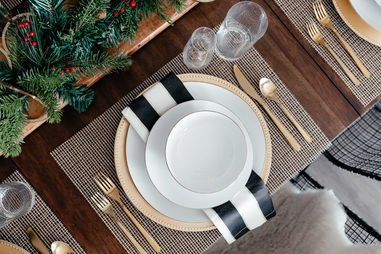 Holiday Tablescape ideas via A Lo Profile