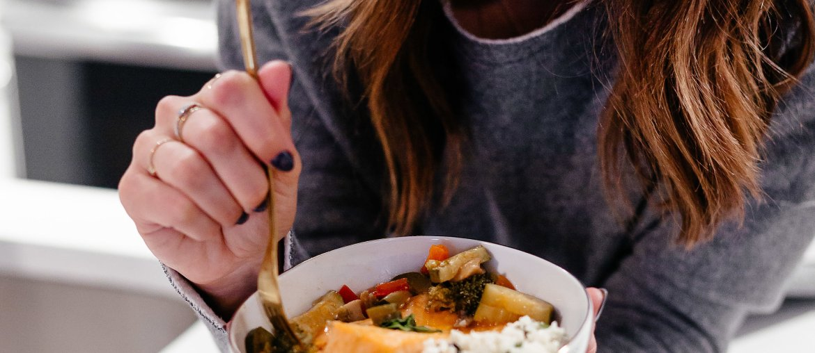 Dallas blogger sharing a Whole 30 approved coconut curry salmon recipe that is easy to make and delicious served over cauliflower rice or zoodles. #whole30recipe #coconutcurry #salmon #whole30
