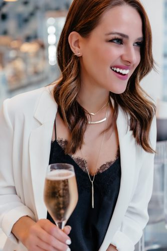 Dallas blogger Lauren Roscopf wearing Kendra Scott jewelry
