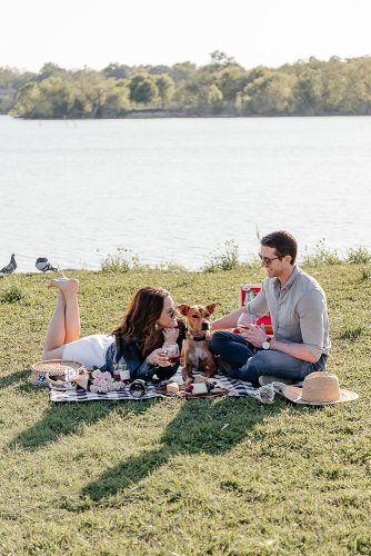 Wine Me: Dallas blogger sharing a picturesque picnic date in the park in partnership with Adorada Wines and sharing why their rose and and pinto gris wines are perfect for any occasion. #adorada #picnic #wineme #roseallday