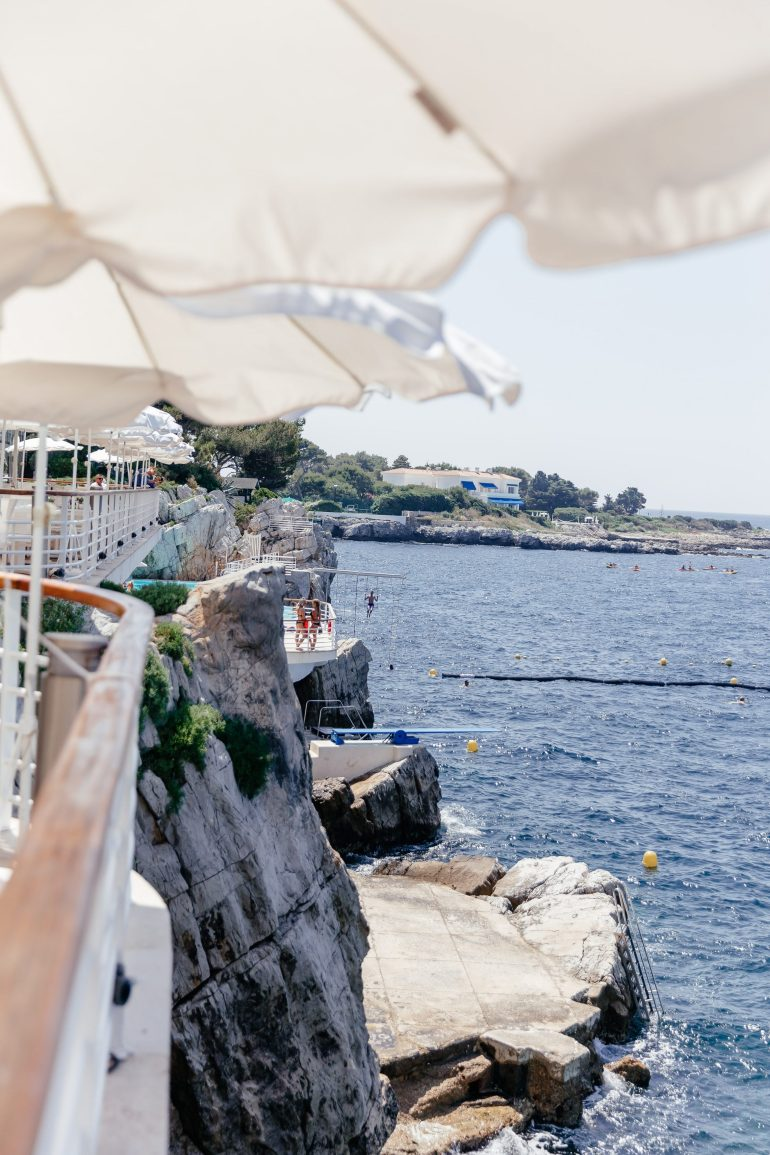 Antibes Travel Guide. Where to stay in Antibes. Where to eat in Antibes. Côte d'Azur Travel Guide. French Riviera Travel Guide. Where to stay in Juan Le Pins. Juan Les Pins Travel Guide.