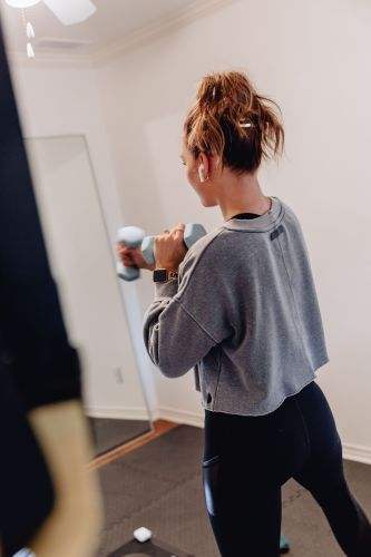 Finally sharing all of our at home gym equipment including everything we used to transform a spare bedroom into a gym to get our workouts done from home.